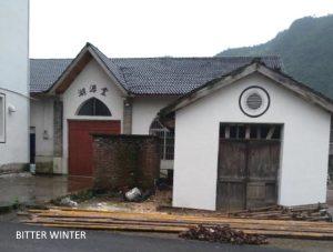 湖源堂十字架被拆後圖片