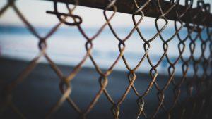 鐵絲網, 冷色調