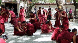 中共上演鬧劇以遣返西藏僧侶