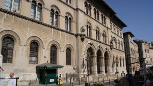 意大利佩魯賈法院(Asurnipal – CC BY-SA 4.0)