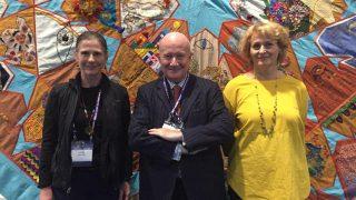 世界宗教議會的小組成員霍麗·福爾克(Holly Folk),馬西莫·英特羅維吉(Massimo Introvigne)和羅西塔·索麗特(Rosita Šorytė)