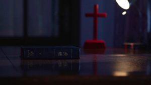 聖經和十字架(網絡圖片)