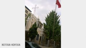 國旗代替十字架
