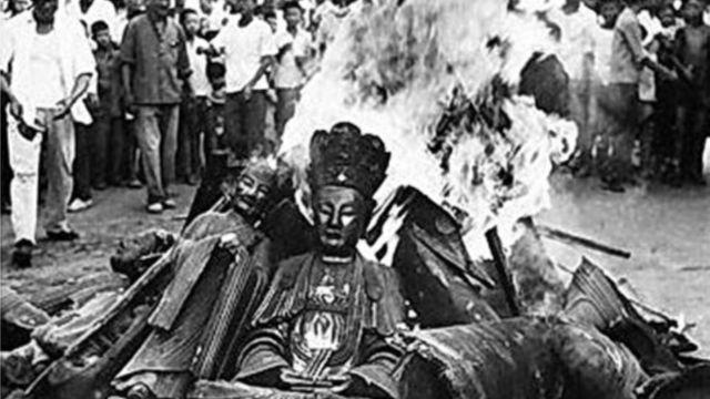 文革時期寺廟被毀佛像被燒(公共領域)