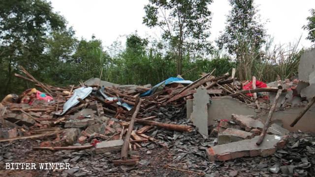 9月27日,百雀寺被政府人員拆毀