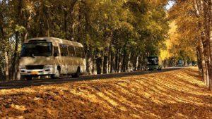 新疆公路上的巴士(網絡圖片)