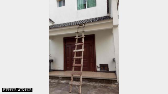 泰寧縣天主堂宿舍樓,當天警察通過梯子非法入室搜捕神父