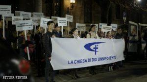 全能神教會成員參加意大利羅鎮(Rho)舉行的和平火炬遊行