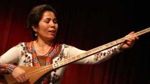 維吾爾族音樂家塞努拜爾·吐爾遜(Sanubar Tursun)