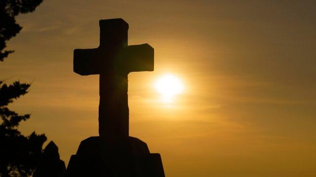 夕陽下不朽的十字架(網絡圖片)