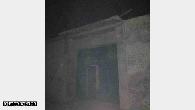 平安夜信徒在教堂裡聚會,門口不敢開燈