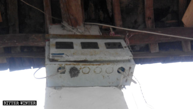 聚會家房子的電線被剪斷