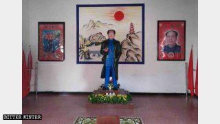九江市萬壽宮的毛澤東雕像和四大中共「偉人」畫像