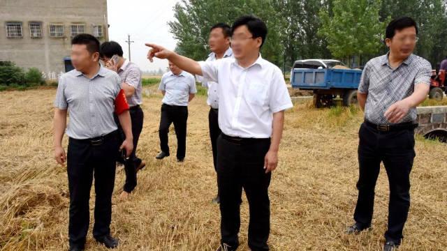 河南某縣政府官員正在檢查工作(網絡圖片)