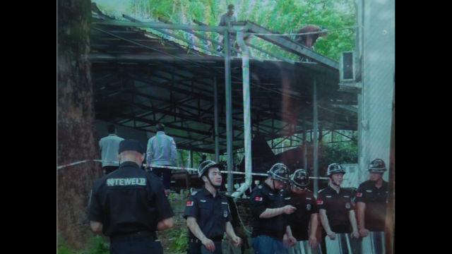 福安市溪潭鎮天主教堂旁的祈禱所被拆,武警在現場把守。(知情人提供)