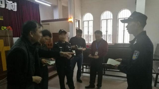 宗教局人員與警察一起檢查宗教場所(網絡圖片)