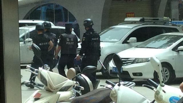 警察在烏魯木齊街頭巡邏。