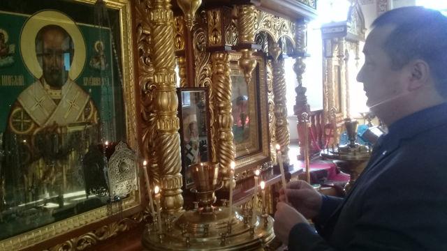 重要的見證:著名的異議人士、穆斯林賽爾克堅·比萊喜在哈薩克斯坦阿拉木圖一處東正教教堂的照片