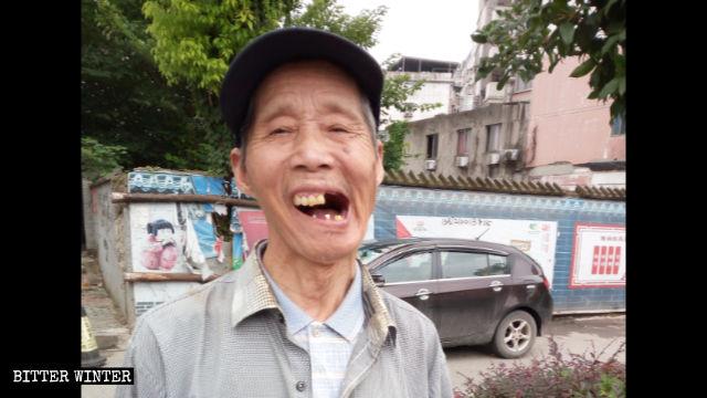 嚴春香老人的牙齒被打掉