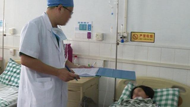 醫生正在詢問、登記病人情況(網絡圖片)