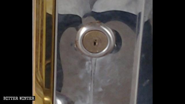 被膠水堵住鎖芯的門鎖