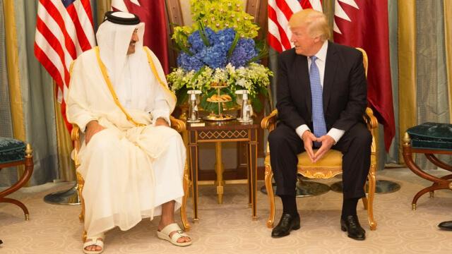 卡塔爾酋長塔米姆·本·哈邁德·阿勒薩尼(Emir Tamim bin Hamad Al Thani)與美國總統唐納德·特朗普(Donald Trump) (公共領域)
