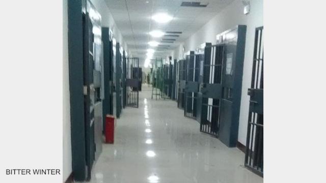 《寒冬》曾獨家發布內部流出的照片,證明這些教育轉化營不是學校,而是監獄