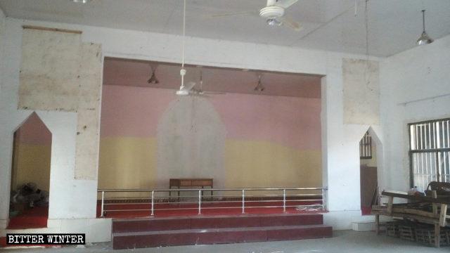 教堂十字架被拆,宗教標誌被清除