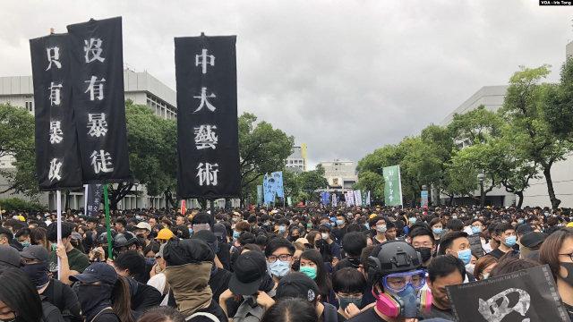 9月2日在香港中文大學百萬大道舉行的全港大專及中學生罷課集會(美國之音湯惠芸)