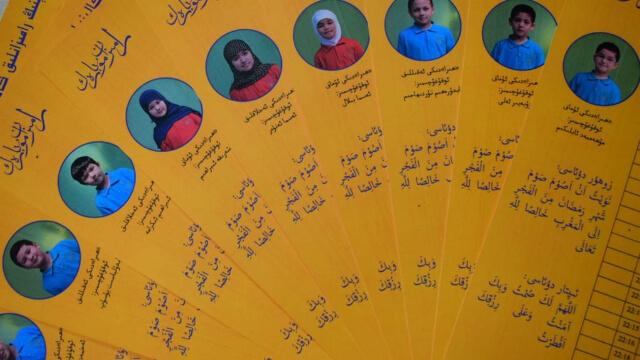 有一個能讓維吾爾文化得以延續的辦法:為在校學生製作齋月日曆