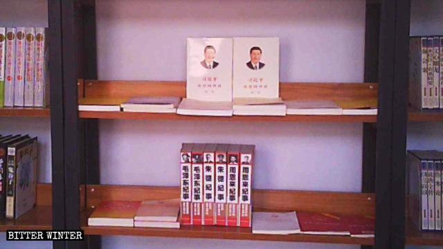 當地一教堂的圖書室內陳列的紅色書籍