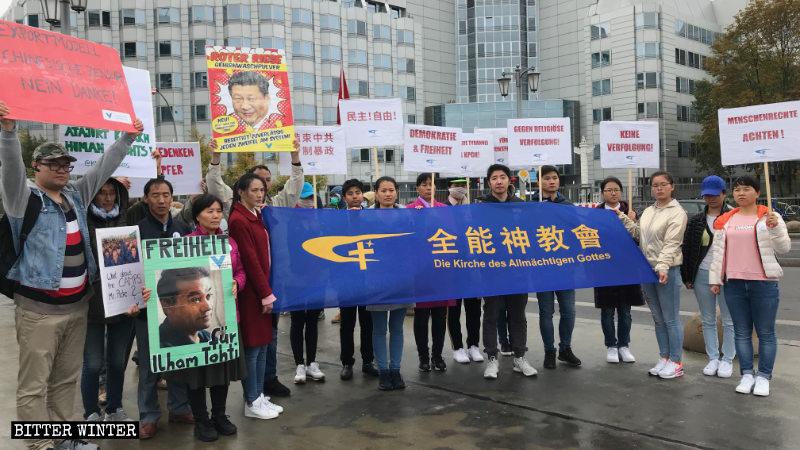 中國駐德國大使館前的抗議現場