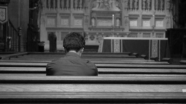 在教堂(網絡圖片)