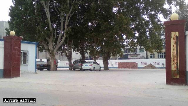 教堂被拆除後改為「關堤鄉任莊村黨群活動廣場」
