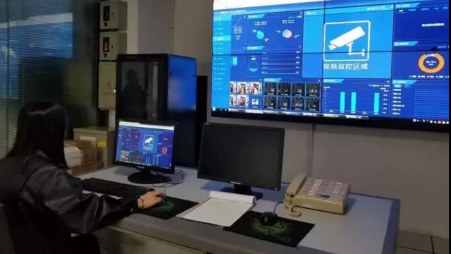 貴州銅仁市一智能平安小區監控室,小區設有60多個監控攝像頭(網絡圖片)
