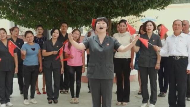 漢族老闆帶領她的維吾爾員工演唱《我愛你,中國》