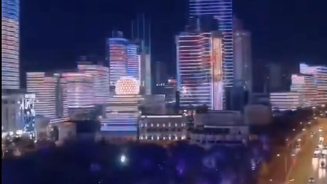 烏魯木齊全城霓虹閃爍慶祝國慶。