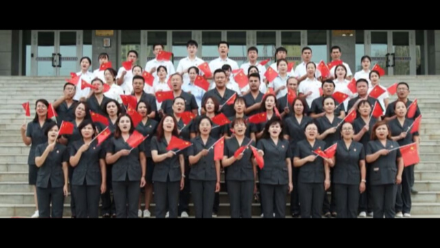 輪到新疆某單位的員工唱讚歌。