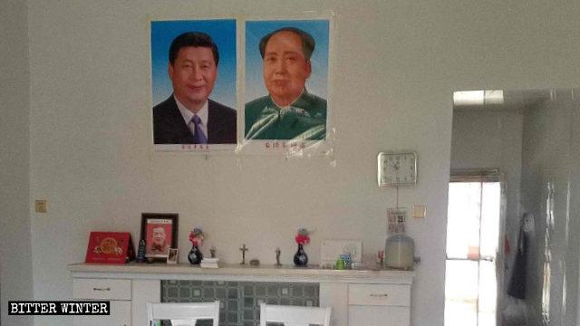 鄱陽縣一處天主教聚會點貼著習近平和毛澤東的畫像