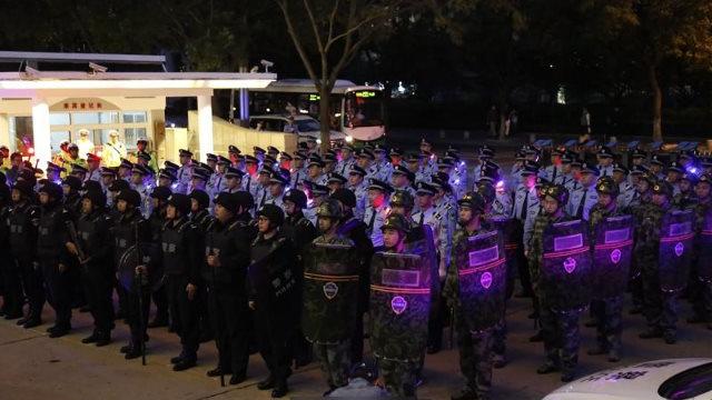 青島鎮壓行動出警儀式(網絡圖片)