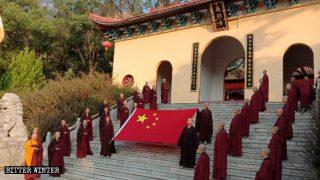 佛門被迫慶國慶:法師熱唱《我的中國心》 女信徒跳紅歌舞