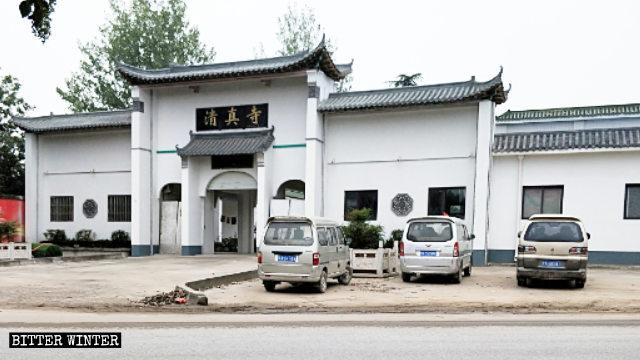 清真寺裡裡外外所有伊斯蘭教標誌都已被拆除