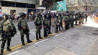 香港:錢志健為《寒冬》實況報導