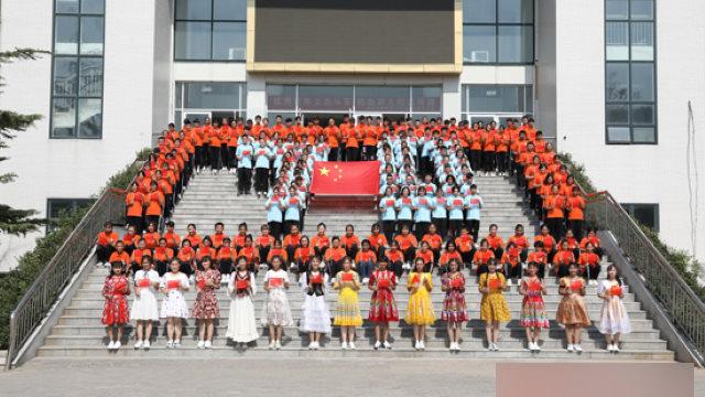 新疆内高班真如中共说的那麽好?学生叹如坐牢又不敢退学