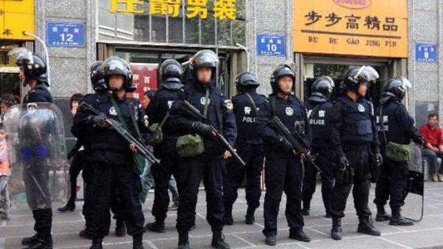 新疆特警正在街頭執勤(網絡圖片)