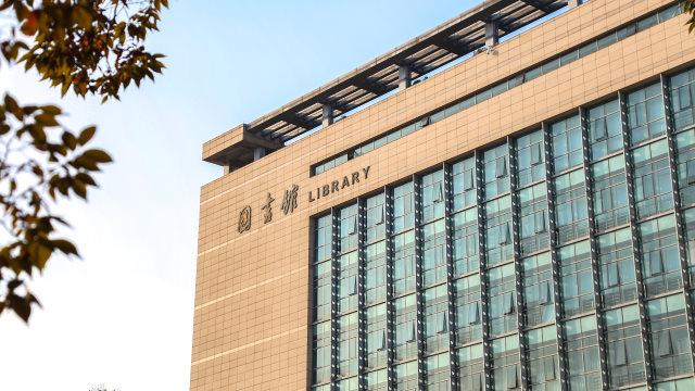 中國某高校圖書館(網絡圖片)
