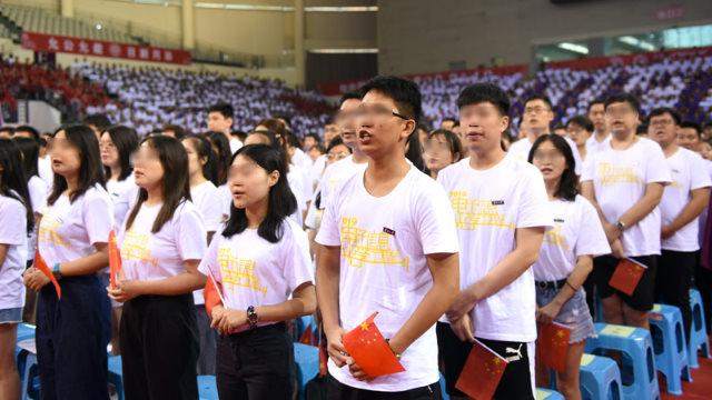 大學生宣誓愛國(網絡圖片)