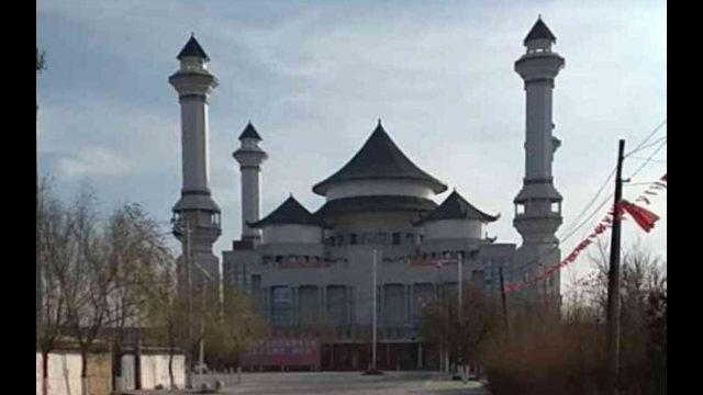 韋州清真大寺已被整改。另請參見Twitter上其整改前後的衛星對比圖@detresfa_