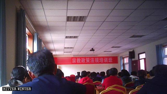 鄭州市宗教局給五大宗教開培訓會現場