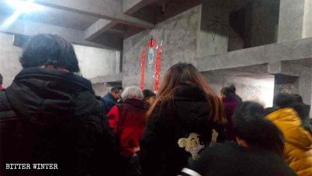 席家教堂天主教信徒躲在毛坯房裡做彌撒